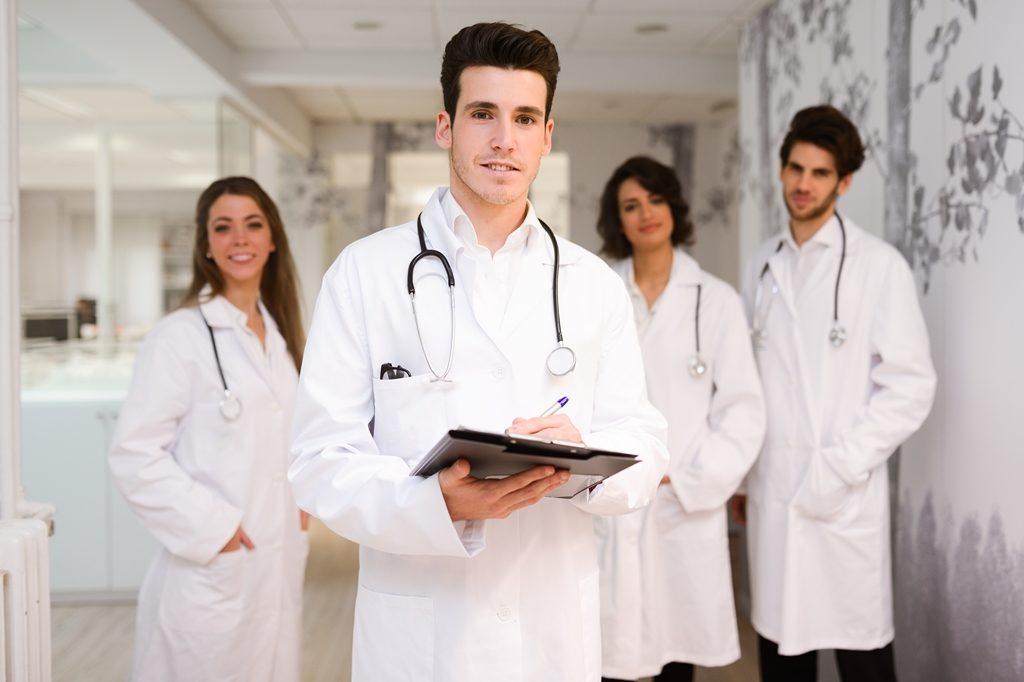 Дают ли больничный в частной клинике