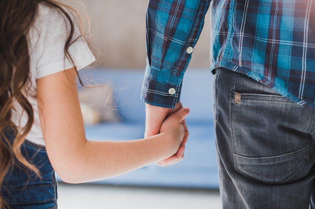 Лишение и ограничение родительских прав: основания и порядок лишения