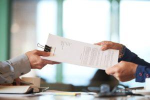 Больничный во время отпуска: продление и оплата